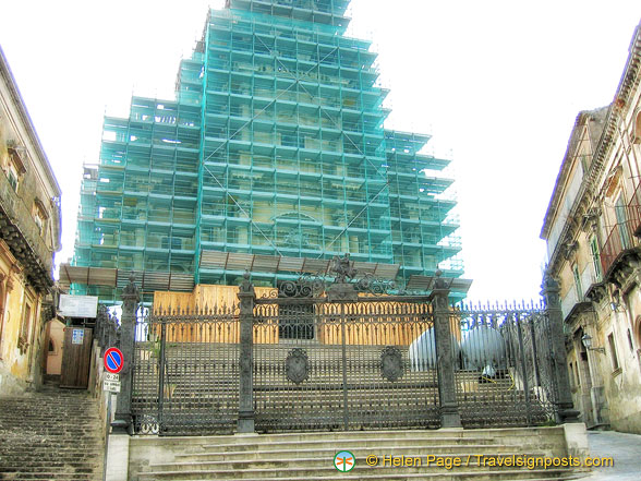Duomo San Giorgio (under wraps) when we visited