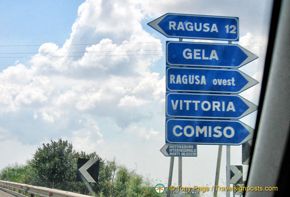 Signpost to Ragusa