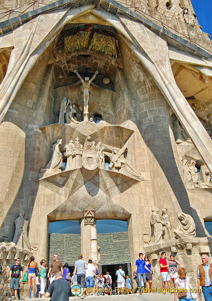 In sharp contrast to the Nativity Facade, the Passion Facade is without ornamentation