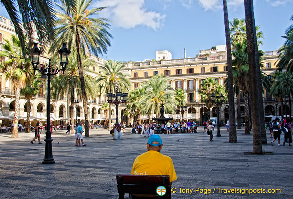 Placa Reial - an elegant and lively square in the Barri Gotic
