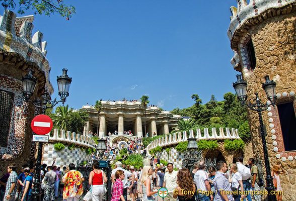 A busy entrance to Parc Güell