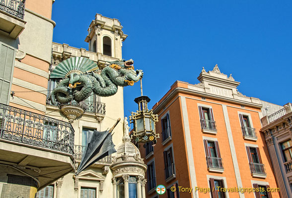 The opulent dragon of the Casa Bruno Cuadros