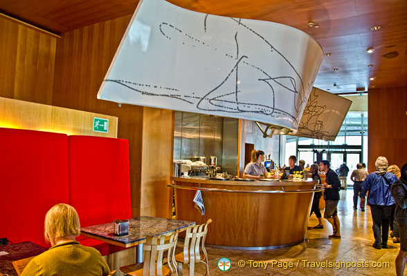 Guggenheim Bilbao: Bar and cafeteria