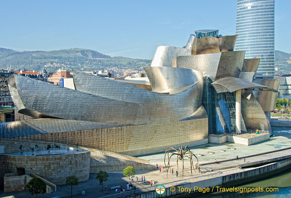The Iberdrola tower, the Guggenheim and Maman