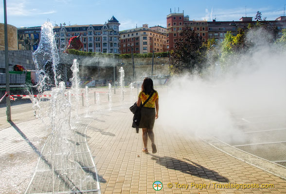Walking into the mist at the Guggenheim Bilbao