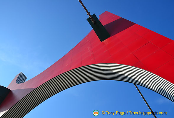 Under the Red Arches are black stripes