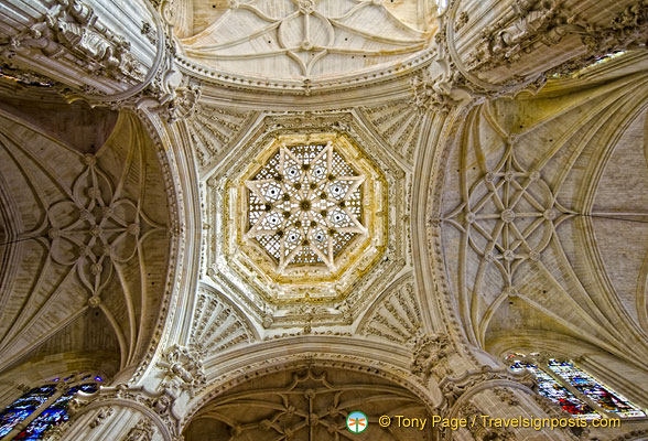 Burgos Cathedral: The Crossing - the magnificent star-ribbed central dome