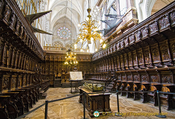 Burgos Cathedral: Choir with 103 seats