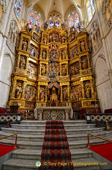 Burgos Cathedral: Great Altar in the apse of the central nave.
