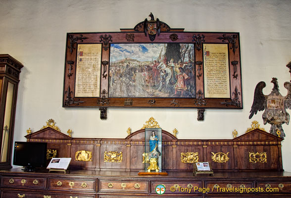 Artwork in the entrance hall of Capilla Real