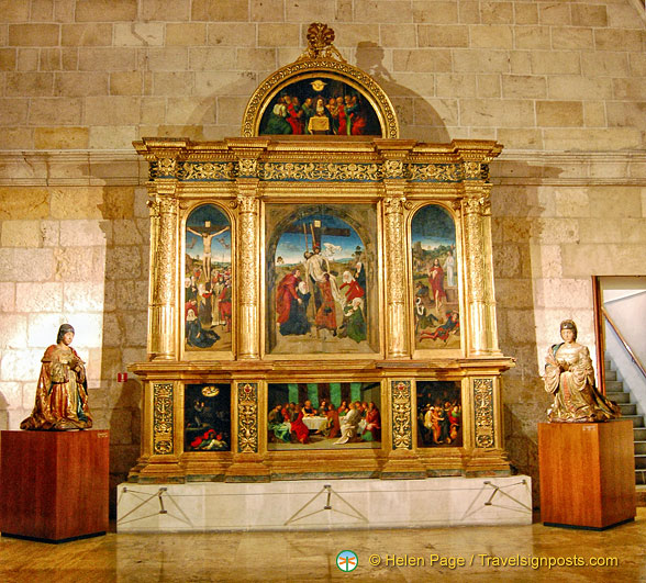 The Passion Altarpiece.  On each side are the praying statues of the founding monarchs