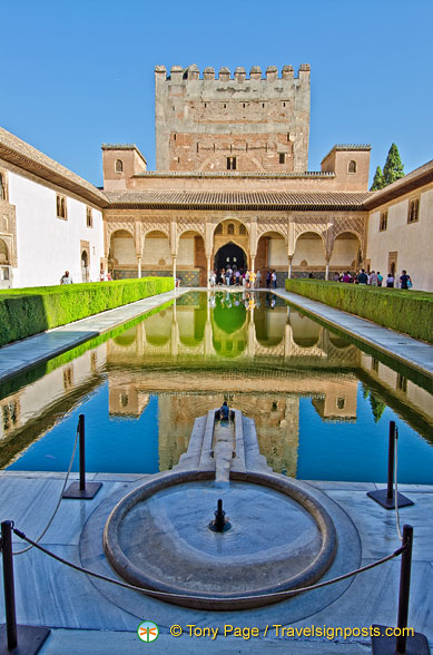 Patio de los Arrayanes: This pool plays an important part in the Comares Palace