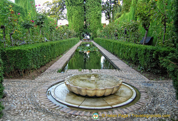 Lower Gardens: Fountain in the pergola