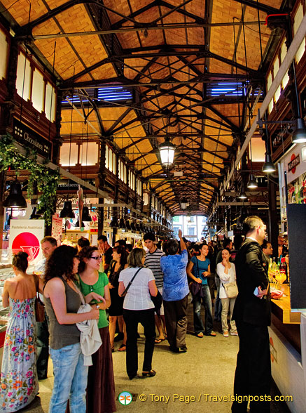 This Madrid market is full of tapas-loving visitors