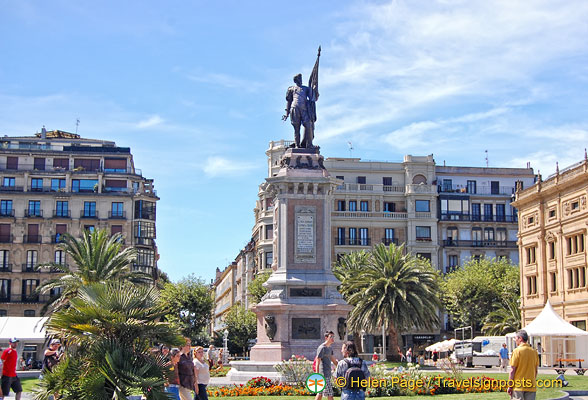 Statue of Antonio de Oquendo in Plaza de Oquendo