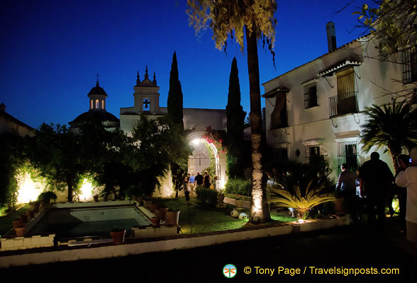 Hacienda de los Miradores by night