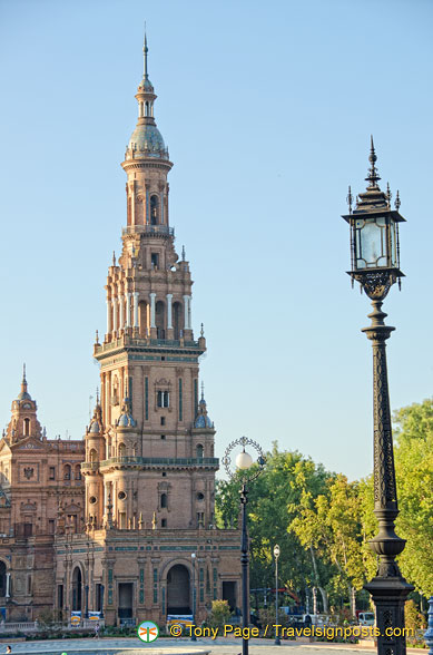 This Plaza de España tower is fashioned after La Giralda