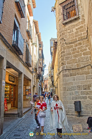 Walking tour of Toledo