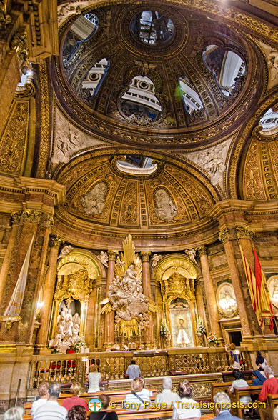Basilica del Pilar: The Holy Chapel is the centre of religious life in Zaragoza