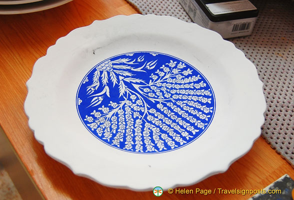 Hand-painted centre of plate