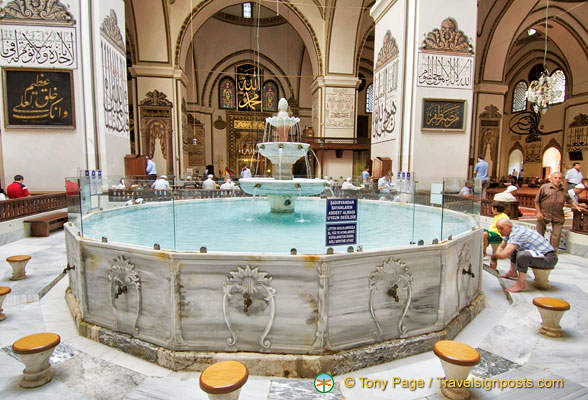 Bursa Great Mosque's internal fountain (şadırvan)