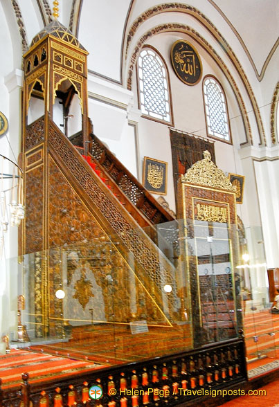 Bursa Ulu Camii minbar on the right of the mihrab
