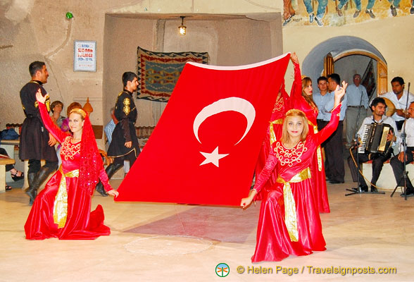 The show ends with the Turkish flag
