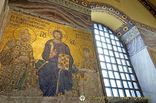 Mosaic of Christ flanked by Empress Zoe & Constantine IX