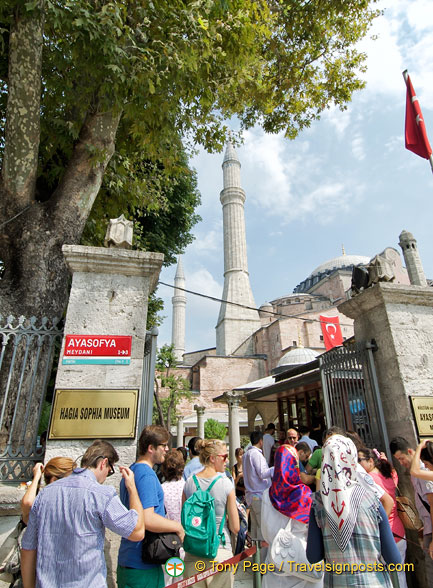 Crowds at Hagia Sophia