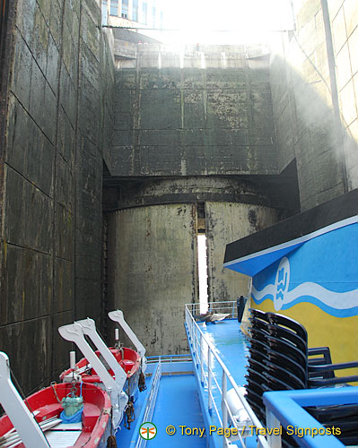 Zaporozhye dam and lock