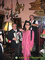 Musicians welcome us to the Marchfelderhof
