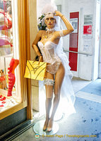 Velvet-Dessous, a lingerie shop in Stephansplatz