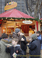 Young visitors enjoying the yummy frische crepes