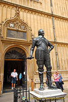 Statue of William Herbert, 3rd Earl of Pembroke at the Bodleian Library
