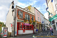 The Golden Lion pub on High Street - St Ives