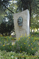 Memorial to Vincent Van-Gogh