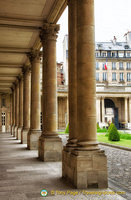 Columns at Archives Nationales