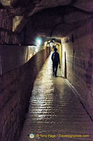 A dark passageway in the Catacombes