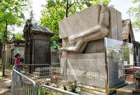 Oscar Wilde's tomb encased in glass to prevent graffiti
