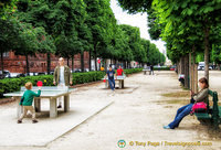 Enjoying table tennis in the Jardin du Luxembourg