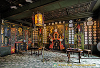 The Chinese Drawing Room with its many Chinese decorative elements reflect the period when Victor Hugo was in exile in Guenesey