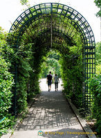 A romantic stroll through the Promenade Plantée