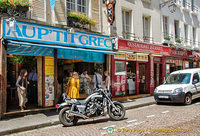All kinds of fast food joints in rue Mouffetard. Au P'tit Grec at no. 66 is famous for its crepes