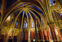 Statue of Louis IX, the French King who built Sainte-Chapelle