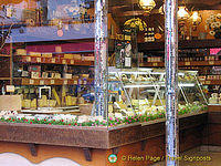 Local fromagerie in Passy