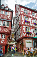 The timber-frame building that houses the Bitchen restaurant was built in 1613, the same time as the Bernkastel Rathaus