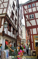 Admiring the buildings in Bernkastel marktplatz