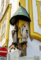 Religious figures on Hotel Wilder Mann building