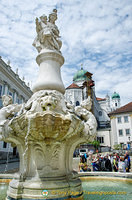 Wittelsbacher brunnen on Residenzplatz