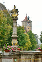 Herrnbrunnen is located on the former cattle market. An inscription on Herrnbrunnen dates this fountain to 1595.